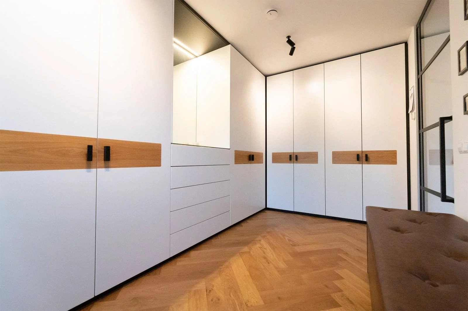 Garderobe Kast Op Maatzwart Wit Door Atelier 19 Eubelmaker berkel en rodenrijs