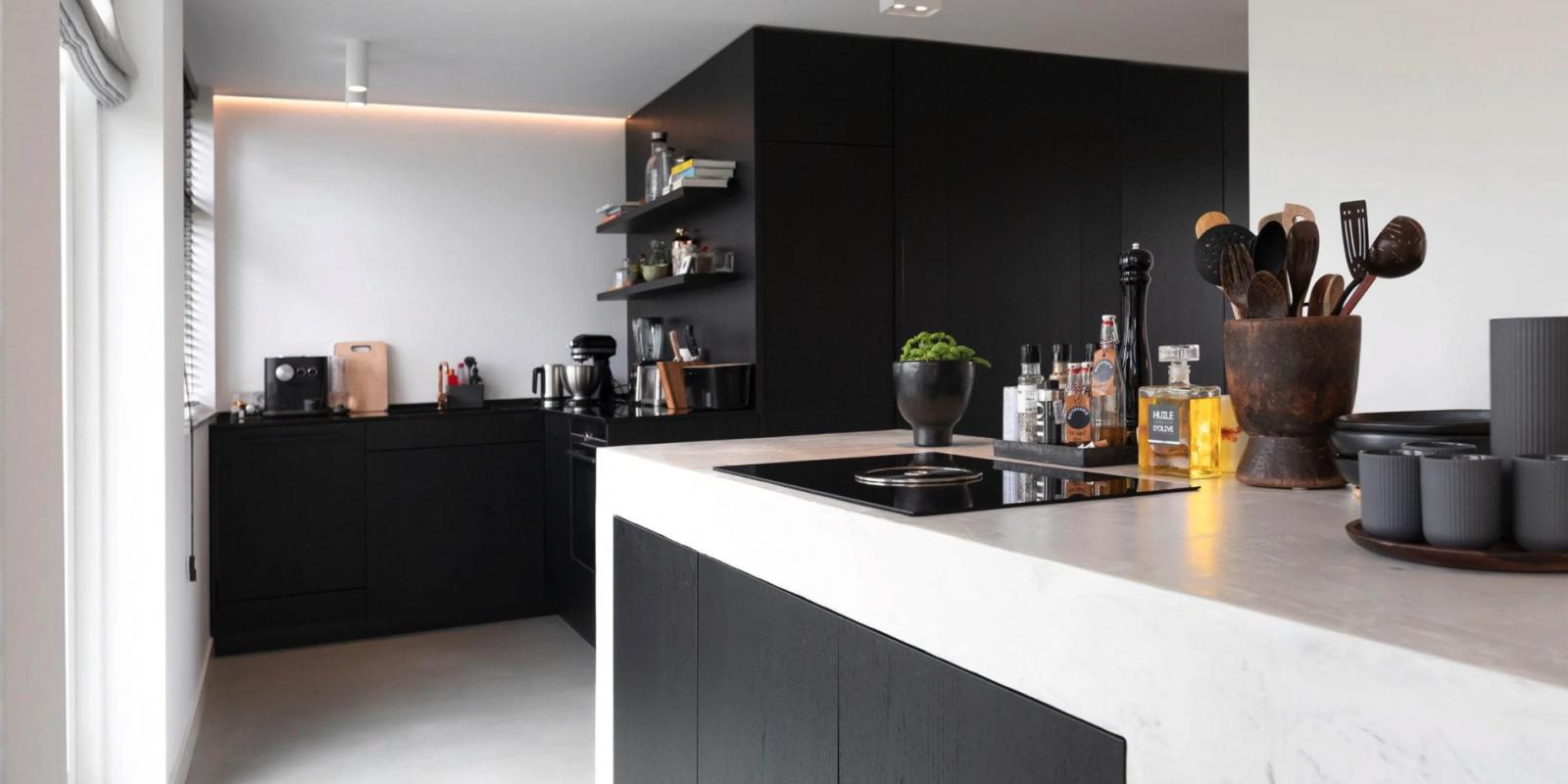 Hoogglans witte maatwerk keukens