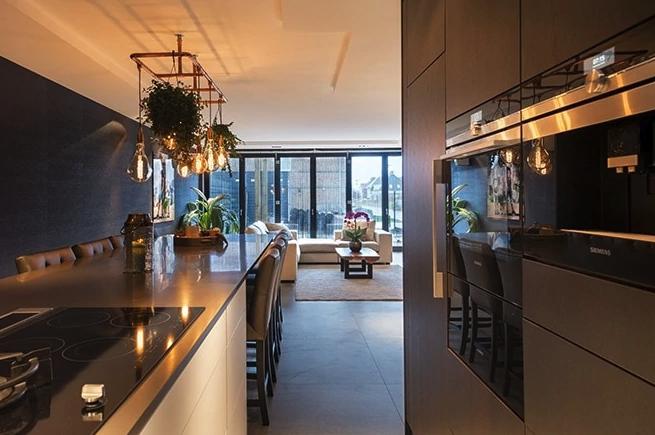 Luxe keuken met kookeiland en bar